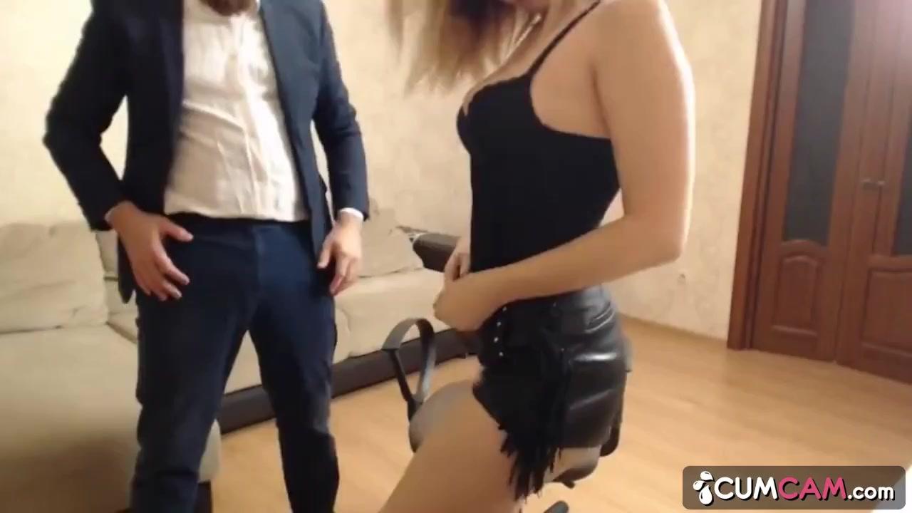 Sexy Ebony Teen Gives Blowjob
