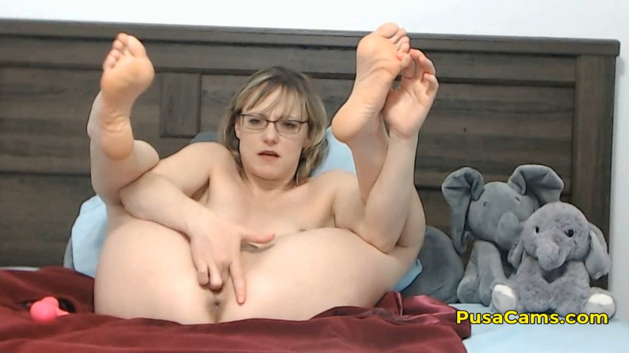 us short hair milf with glasses squirting orgasm - camvideos.tv