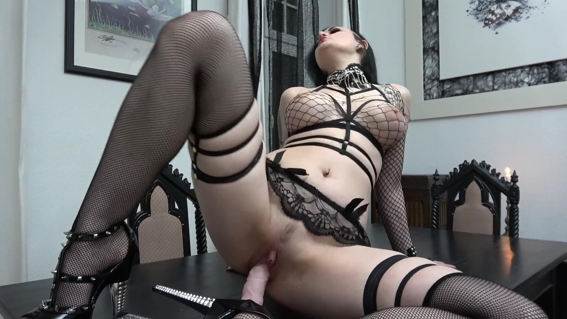 naked butt fem